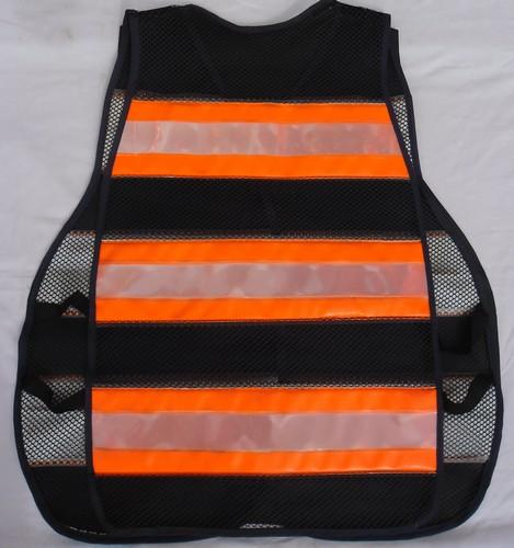 "< img src=""colete-refletivo-laranja.1940.jpg"" alt=""colete refletivo tipo blusão cor laranja"">"