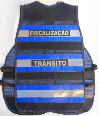 "< img src=""colete-refletivo-azul-blusaoazul202M.jpg"" alt=""colete refletivo tipo blusão azul"">"