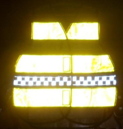 "< img src=""3039.jpg"" alt=""colete refletivo tipo blusão amarelo-fluorescente"">"