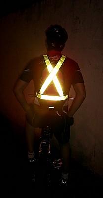 """alt=""""imagem de colete refletivo para ciclista"""""""